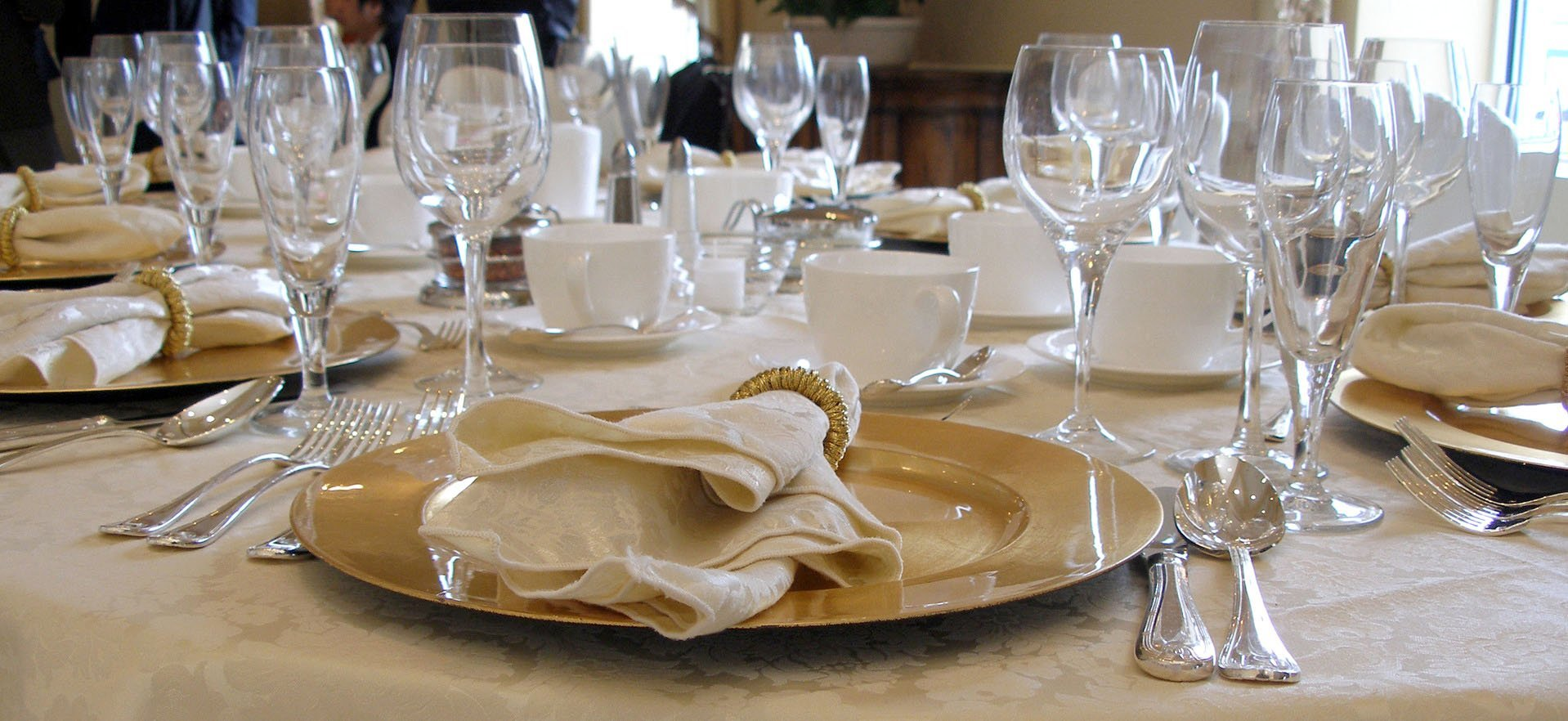 Beautiful table setting - Linen Hire - Monarch Laundry, York